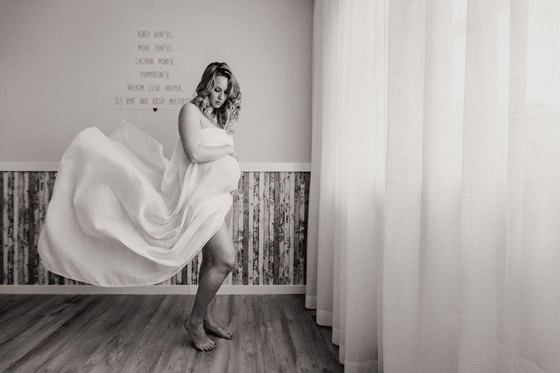 Martina-Kelder-Fotografie-bruidsfotografie-zwangerschapsshoot-Gramsbergen-Jasmijn&Eef-4